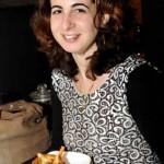 girl eats _DSC5815